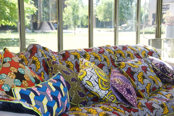 Home decor by Maison Malou - Lumineux, graphique et raffiné, les tissus africains wax revisités par la créatrice de Maison Malou.