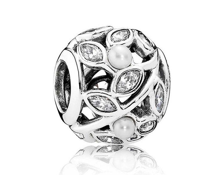 Pandora Bedel zilver 'Heldere Bladeren (Liminous Leaves)' 791754P. Deze bedel is versierd met zirkonia's en prachtige waterparels en is een aanwinst voor uw Pandora armband. Geniet van de zomer als de bladeren de meest prachtige kleuren hebben. https://www.timefortrends.nl/sieraden/pandora/bedels.html