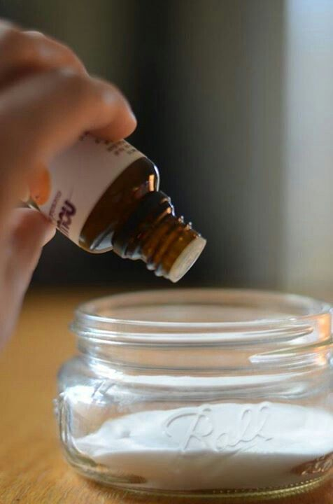 Desodorisant= bicarbonade de soude avec 8 gouttes d'un huile essentielle au choix