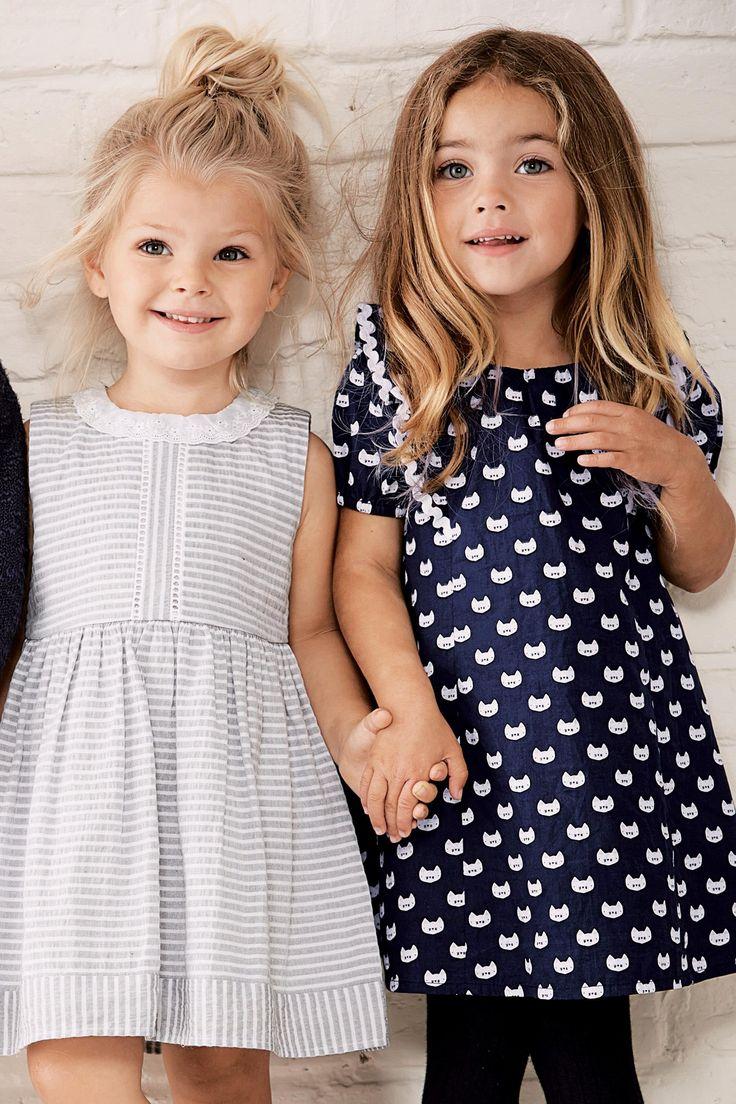 Kup online dziś w Next: Polska Granatowo-biała sukienka z nadrukiem kota (3m-cy-6lat)