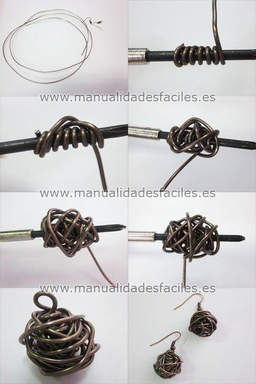 Materiales:      - 1 mtr de hilo mágico de 1 mm (50 cms aproximadamente para cada pendiente)      - gancho de pendientes            Enrolla la mitad del alambre en un tubo cilíndrico de 3 o 4 mm de diámetro ( yo he utilizado un destornillador mini) ...