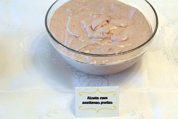 Patê de ricota com azeitonas pretas 100 g de azeitonas pretas sem caroços 120 g de ricota fresca sal a gosto 1 caixinha de creme de leite 60 ml de azeite