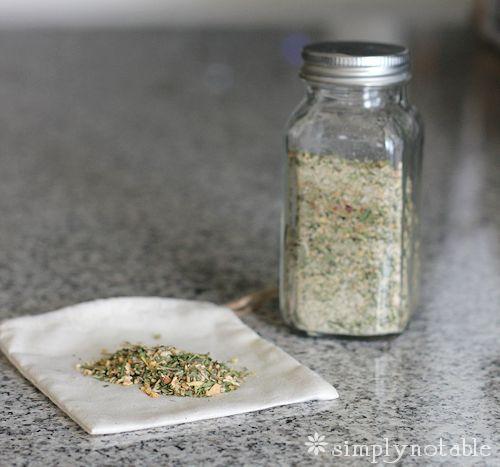 Preserving Garlic - DIY Garlic Powder, Minced Garlic, Garlic Salt and Garlic Herb Seasoning!