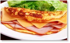 Desayono Sorpresa Con Chef a domicilio en Bogotá de CHEFSORPRESA.COM | OMELETTE DE JAMON Y QUESO Disfruta del delicioso Omelette Gourmet de jamón y queso, preparado por nuestro chef directamente en el domicilio del homenajeado/a.  #DesayunoSorpresa #DesayunosSorpresa #Bogotá