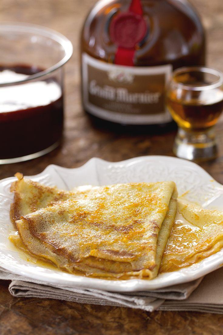 Le #crepe (French pancakes) sono sottilissime frittelle tipiche della tradizione culinaria #francese, preparate con ingredienti semplici e molto versatili: i condimenti variano da #frutta fresca, a sontuose #creme, a panna montata, a cioccolato fuso...la #ricetta di #GialloZafferano accoglie in toto la #Francia, sfumando le crepe nell'ottimo #GrandMarnier: che buone le #CrepeSuzette! #frenchfood #frenchrecipe #ExpoMilano2015