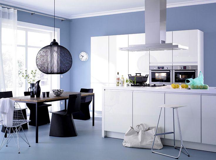 w nde in fr hlingsfarben coole k che in himmelblau farben. Black Bedroom Furniture Sets. Home Design Ideas