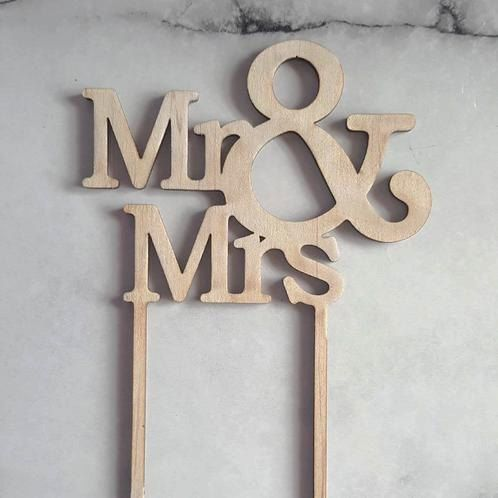 Mr and Mrs Cake topper.  Perfect for topping your wedding or engagement cake. Laser cut from pine or black acrylic sheet, in 2 sizes by BethanyClaireCakes on Etsy
