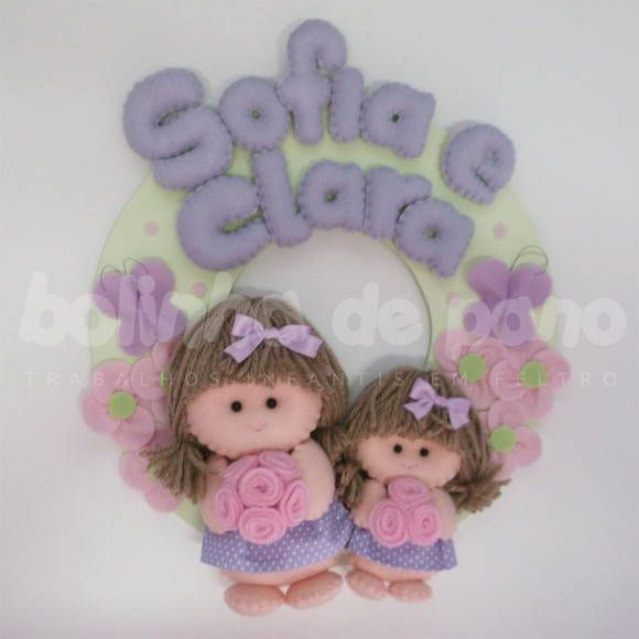 flores no jardim letra:Enfeite Porta Maternidade de Bonequinhas irmãs no Jardim com flores e