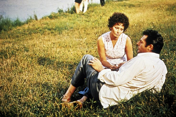 Sophia Loren and Marcello Mastroianni in I girasoli (1970)