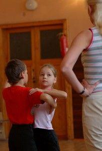 Dansul creste buna dispozitie la baieti | Scoala de dans Stop&Dance