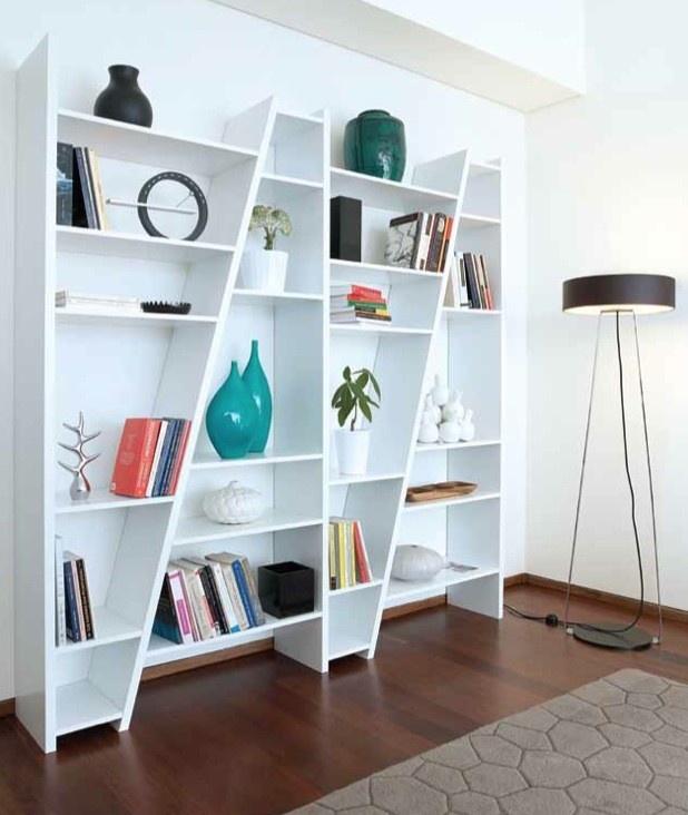 Modular Wallunit.  Roomdivider of boekenkast.    Delta wallunit geeft weer eens een andere kijk op de boekenkast of muurorganizer.  Gecreëerd voor onafhankelijke woonruimtes, mooi voor de grotere woonkamers die zich lenen voor kamer scheidingen (roomdivider). Kleinere ruimtes zullen profiteren van het minimalistische karakter en Design van deze strakke wandkast met zijn modulaire elementen en modern vormgegeven uitstraling.