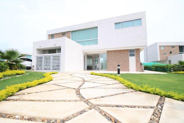 VENDIDA! Casa vacacional Aguamarina Beach Resort entre Barranquilla y Cartagena.   #inmobiliariabarranquilla #apartamentoenventa #remax #forsalebyremax #dianamurillo #barranquilla #casaenventa