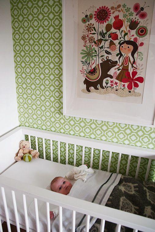 Mooie poster van Helen Dardik op een behang van Perron11. Een retro meisjeskamer - #wonenvoorjou