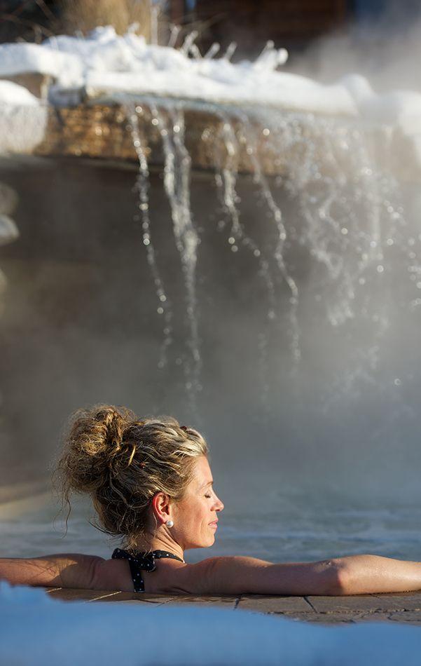 À travers les montagnes et les merveilles de Mandeville, le Spa Natur'Eau offre un ressourcement total du corps et de l'esprit. Un sauna finlandais, un bain turc, trois bassins tourbillons à l'extérieur, une chute nordique et une nouvelle aire de détente « la Yourte », ainsi que le bistro santé vous y attendent. Photo : @micheljulien
