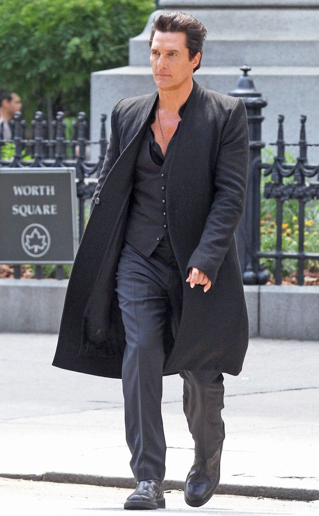 Matthew McConaughey from El cuadro grande: de hoy Hot Pics  Tall, dark and handsome! The True Detective star is spotted filming a scene on the set of his new movie The Dark Tower in New York City.