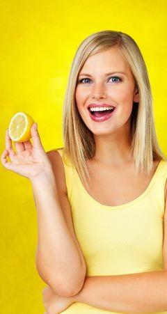 So hilft Zitronensaft gegen Pickel, Akne, Mitesser und unreine Haut - desinfiziert und wirkt antibakteriell. www.ihr-wellness-magazin.de