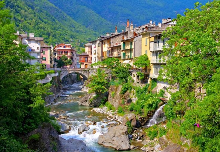 Chiavenna Comune, Lombardy, Italy jigsaw puzzle in Great Sightings puzzles on TheJigsawPuzzles.com