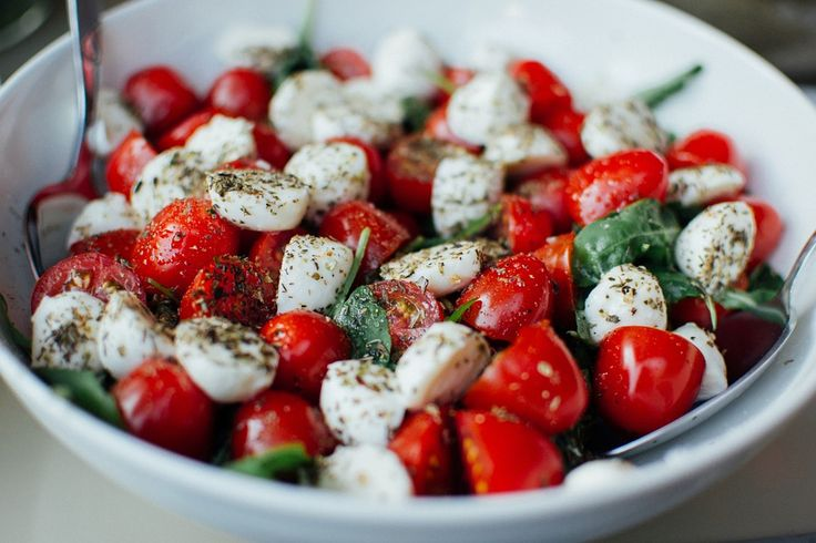 A simple Bocconcini cheese, tomato and basil salad. Serves one.
