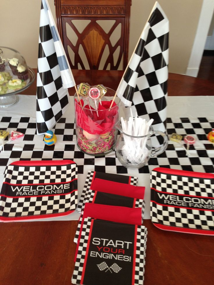 Car themed baby sprinkle Table decorations! Thanks to  Oriential Trading Co!