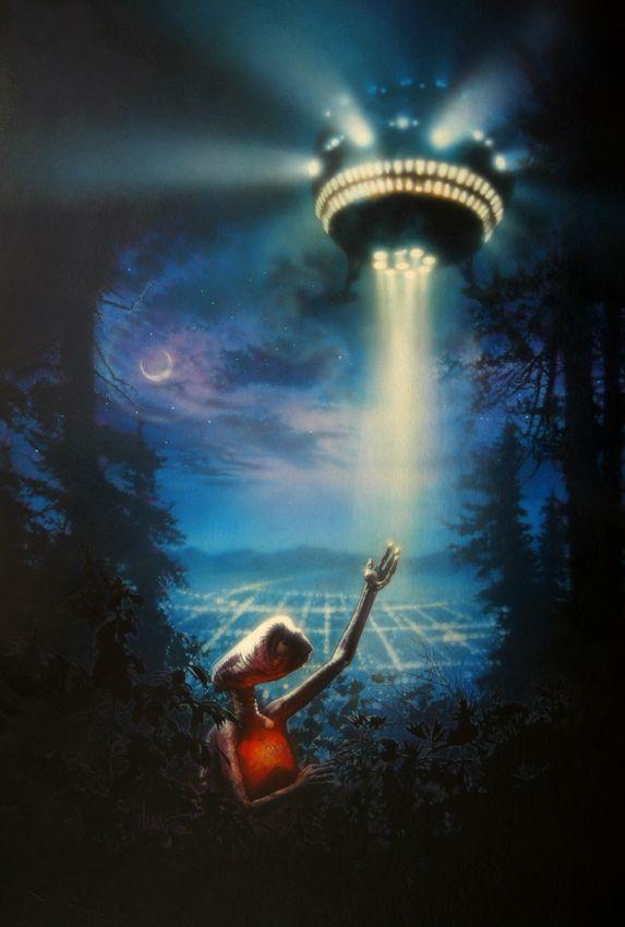 """『E.T.』(1982) ストルーゼンは80年代にスピルバークのために数多くの仕事をしたが、『E.T.』のためのこの作品もそのひとつだ。この映画の劇場用ポスターは結局、仕事仲間で""""ワンシート・ポスターの魔術師""""と呼ばれた、ジョン・アルヴィンが手掛けた。IMAGE COURTESY OF DREW STRUZAN"""