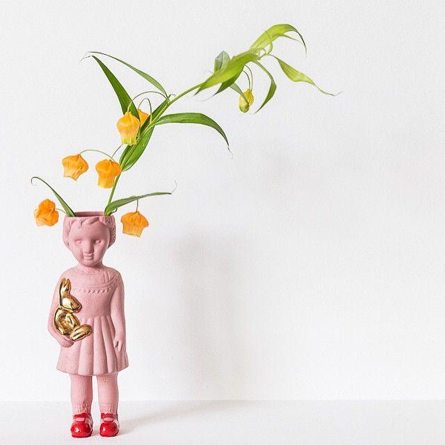 bloomon.de Uns stehen nicht die Haare zu Berge, uns wachsen Blumen aus dem Kopf. Wir lieben diese wunderschöne Vase einfach