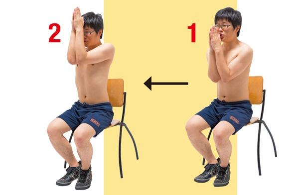 <均整のとれた上半身にするトレーニング>    (1)最初に背筋を伸ばしてイスに座り、(2)顔の前で手を合わせること。このとき両ひじがくっつくようにする。イメージとしては両胸を寄せる形に。その状態を維持しながら両腕を上げて5秒間キープ×5セット。ひじの高さが鼻の位置までくるのが理想。内側の胸筋だけでなく、力こぶになる上腕二頭筋や、その反対にある上腕三頭筋も効果的に鍛えられる