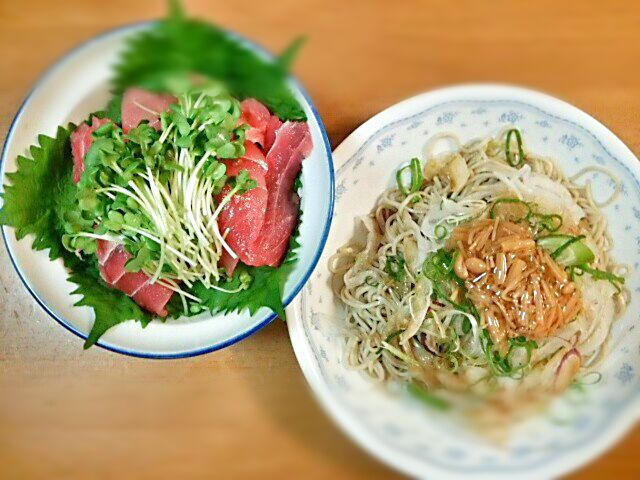 父の日なのに。。。 なぜ、自分で作らないといけないんだろう!Σ(×_×;)! - 23件のもぐもぐ - みどりの鉄火丼&サラダそば by Yoshitsugu  Tsuchiya