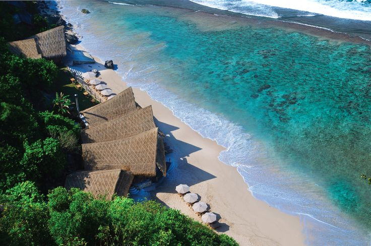 A piece of paradise – On this stunning stretch of white sandy beach, every day…