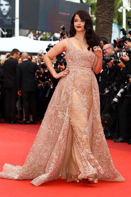 Aishwarya-Rai-The-BFG-Premiere-Cannes-International-Film-Festival-Red-Carpet-Fashion-Elie-Saab-Couture-Tom-Lorenzo-Site (6)