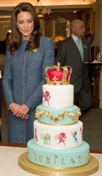 Fortnum and Mason Diamond Jubilee Cake: The Queen of all Cakes, admired by none other than Dutchess Kate!