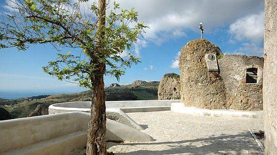 Alla scoperta dell'area grecanica, nell'estremo Sud del versante jonico della regione. Tra villaggi abbandonati ed altri sorprendentemente risorti,