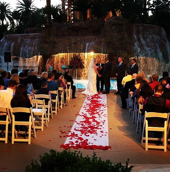 Ultimate vegas wedding venue guide mirage pool for Las vegas wedding reception packages