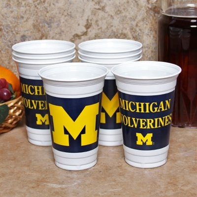 Tailgating michigan wolverines 8 pack 20oz plastic cups for Pucker up patriots shirt