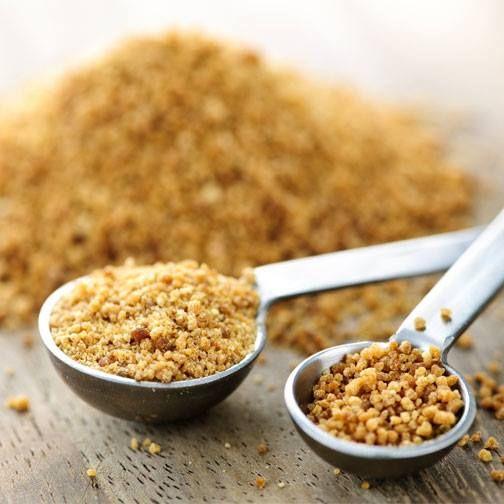 El azúcar de coco contiene más nutrientes que el azúcar normal y además es de bajo índice glucémico, es decir, tarda más en convertirse en glucosa en la sangre, por lo que no provoca una subida de azúcar.