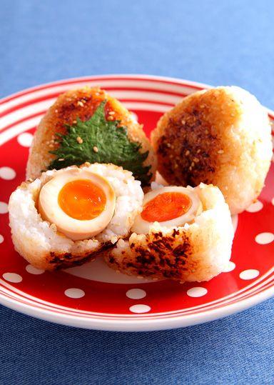 Yaki Onigiri, Grilled Rice Ball Filled with Ajitama, Soft-boiled Soy Egg|黄金味たまごの焼きおにぎり レシピ