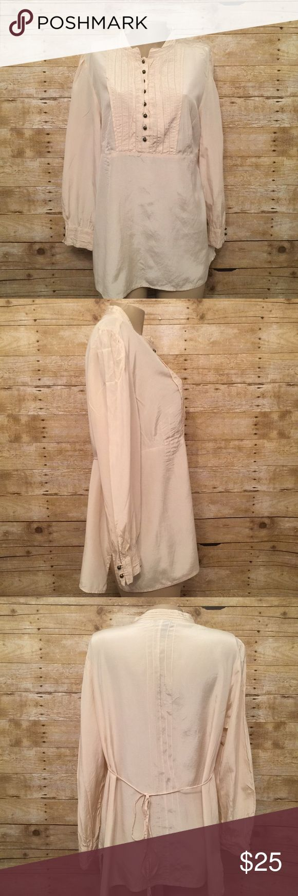 """Lane Bryant Plus Size 18/20 Cream Long Sleeve Top Excellent Preowned Condition.. no rips.. no stains.. no holes..  pit to pit 20"""" length 27"""" Lane Bryant Tops Button Down Shirts"""