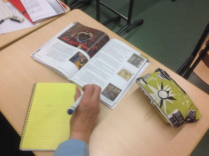 Toki saksaa opiskellaan myös perinteisesti kirjan avulla. Kirjan nimi on kuulemma Land und Leute.
