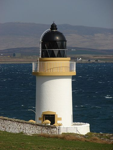 Rubh an Duin Lighthouse · Loch InDaal / Port Charlotte · Scotland (Pos: 55°44.679'W / 6°22.383'W) - built 1869 from David & Thomas Stevenson - White Tower with 15 meters high; Range 10 nm