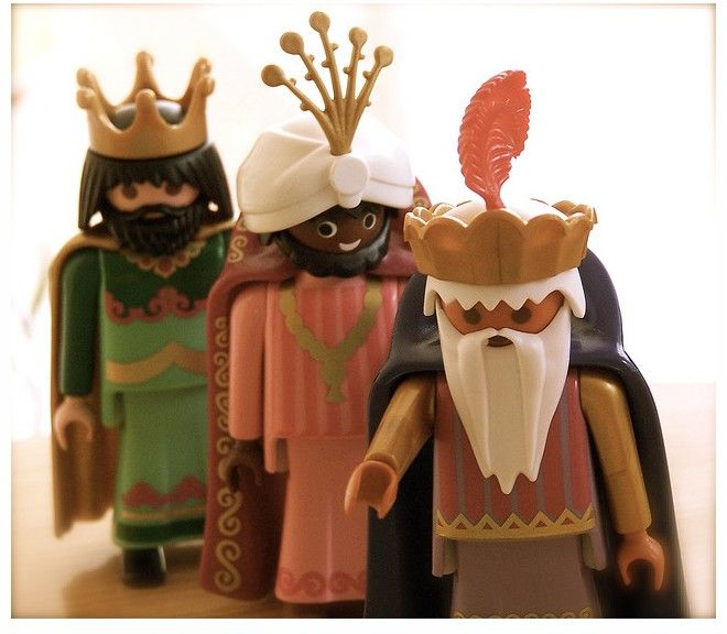 "La noche de reyes ^+^  -  ""The Night of the Kings,"" or ""Three Kings Eve,"" is when Spanish children get their presents from The Threen Wise Men or Kings. (Playmobil figures for Spanish children)"