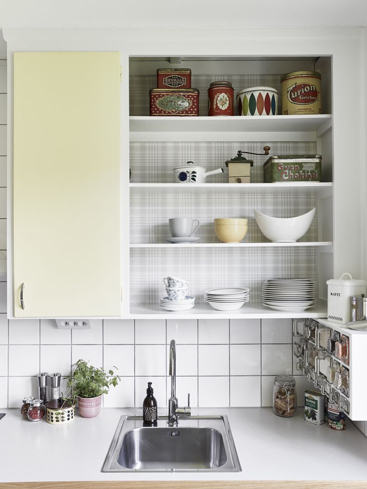 Love this! Brilliant way to mix an original built-in kitchen (upper cabinets) with modern kitchen interior (bottom cabinets). Love love love. Also: open shelves!