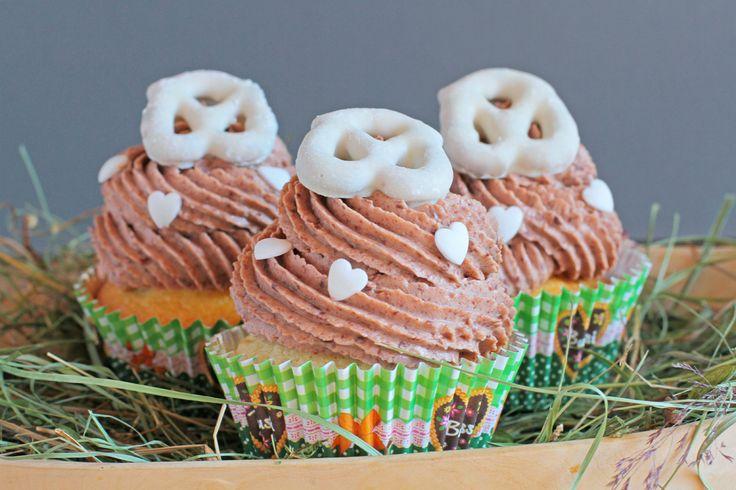 Schokostückchen Cupcakes mit Schokolade Mascarpone Creme Chocolate Chip Cupcakes with Chocolate Mascarpone Frosting Passend zur Jahreszeit gibt es heute einen Oktoberfest Cupcake. Das Törtchen best...