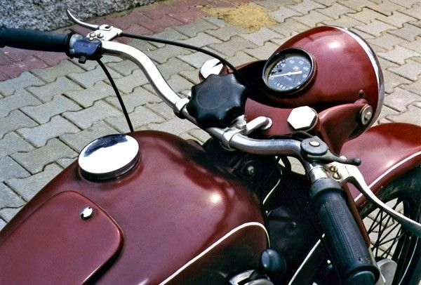 The 1951 IZH 49 sports an air-cooled, two-stroke, 346cc, single cylinder engine paired to a four-speed manual transmission, and can produce a claimed 11 horsepower at 3200 rpm. This machine came stand...
