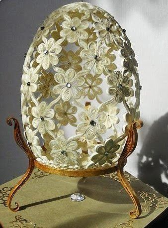 Easter egg in the technique of quilling