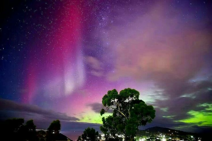 Aurora Australis...I must see this in my life time.. amazing