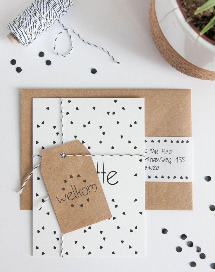 Geboortekaart zwart-wit met kraft papier, afgewerkt met een touwtje (c)Alsjeblief.be