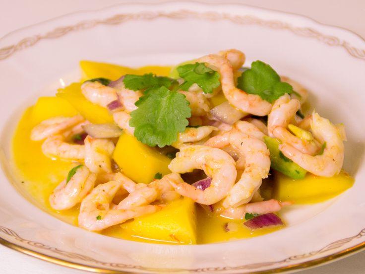 Asiatisk räksallad med mango och koriander | Recept.nu