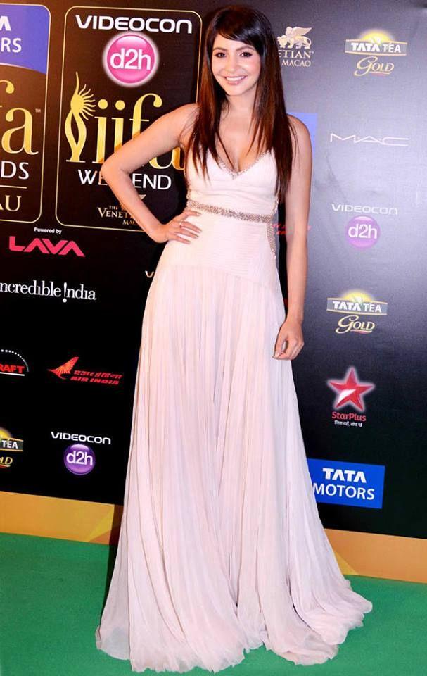 Anushka Sharma At IIFA Awards 2013.