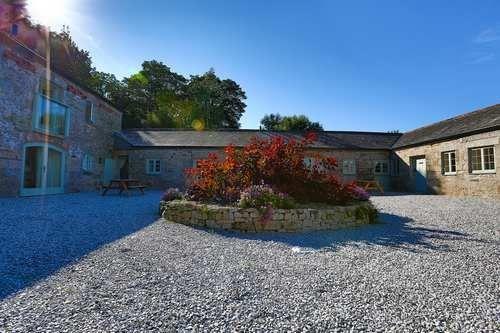 Cosawes Barton | 5 Star Luxury Wedding Venue Cornwall | The Wedding Community #weddingvenues