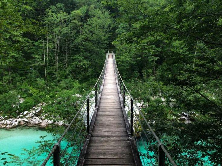 Slovenië camping Koren vlak bij de Soca rivier. Zo ruw en puur. Tel.: +386 (0)5 389 13 11 Fax.: +386 (0)5 389 13 10 E-mail: info@kamp-koren.si Mobile web: www.kampkoren.mob