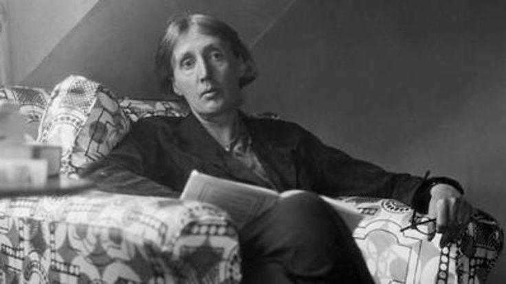 Virginia Woolf, es la que la escritora plasmó en 1929 en el ensayo Una habitación propia, donde sentenció que 'una mujer debe tener dinero y una habitación propia si va a escribir ficción'.